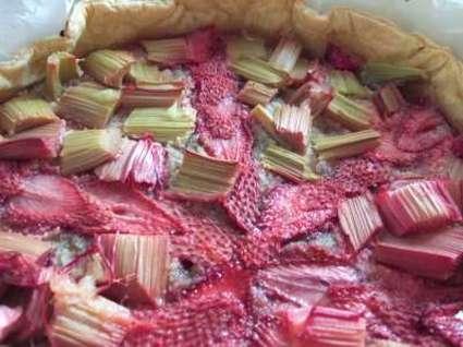 Recette de tarte rapide fraises et rhubarbe