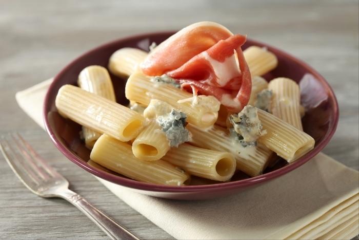 Recette de rigatoni au gorgonzola et jambon de parme facile et ...
