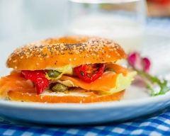 Recette bagel au saumon, câpres et poivron mariné