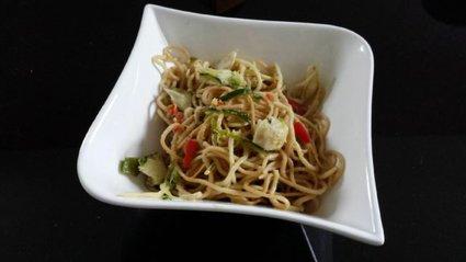 Recette de nouilles sautées cabillaud et légumes croquants
