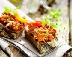 Recette tartines de thon, tomates cerise et basilic