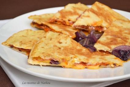 Recette de quesadillas au chorizo, oignons rouges et cheddar