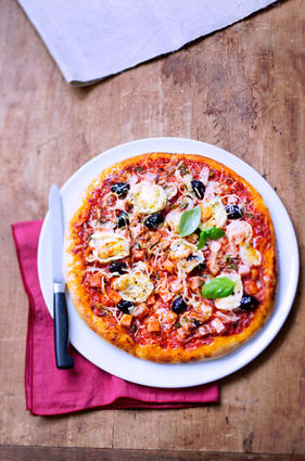 Recette de pizza aux trois fromages et au cervelas