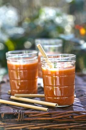 Recette de gaspacho sucré aux fruits d'été et à la tomate