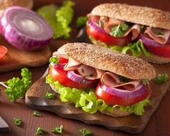 Recette sandwich aux deux jambons, oignon et tomates