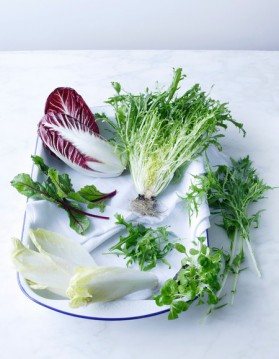 Salade de pissenlit aux oeufs mollets