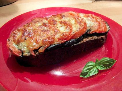 Recette de tartines délice aubergines, tomates, mozzarella