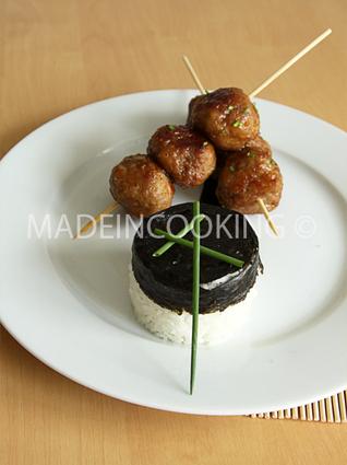 Recette de brochettes de boulettes à la viande, teriyaki