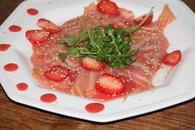 Recette de carpaccio de saumon fumé, ketchup de fraises