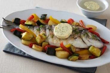 Recette de daurade grillée au beurre maître d'hôtel et légumes ...