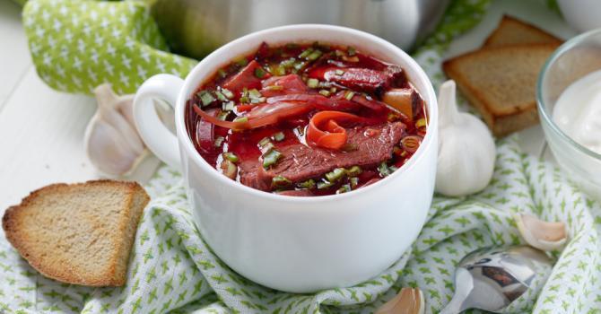 Recette de bortsch ou potage russe au boeuf et à la betterave