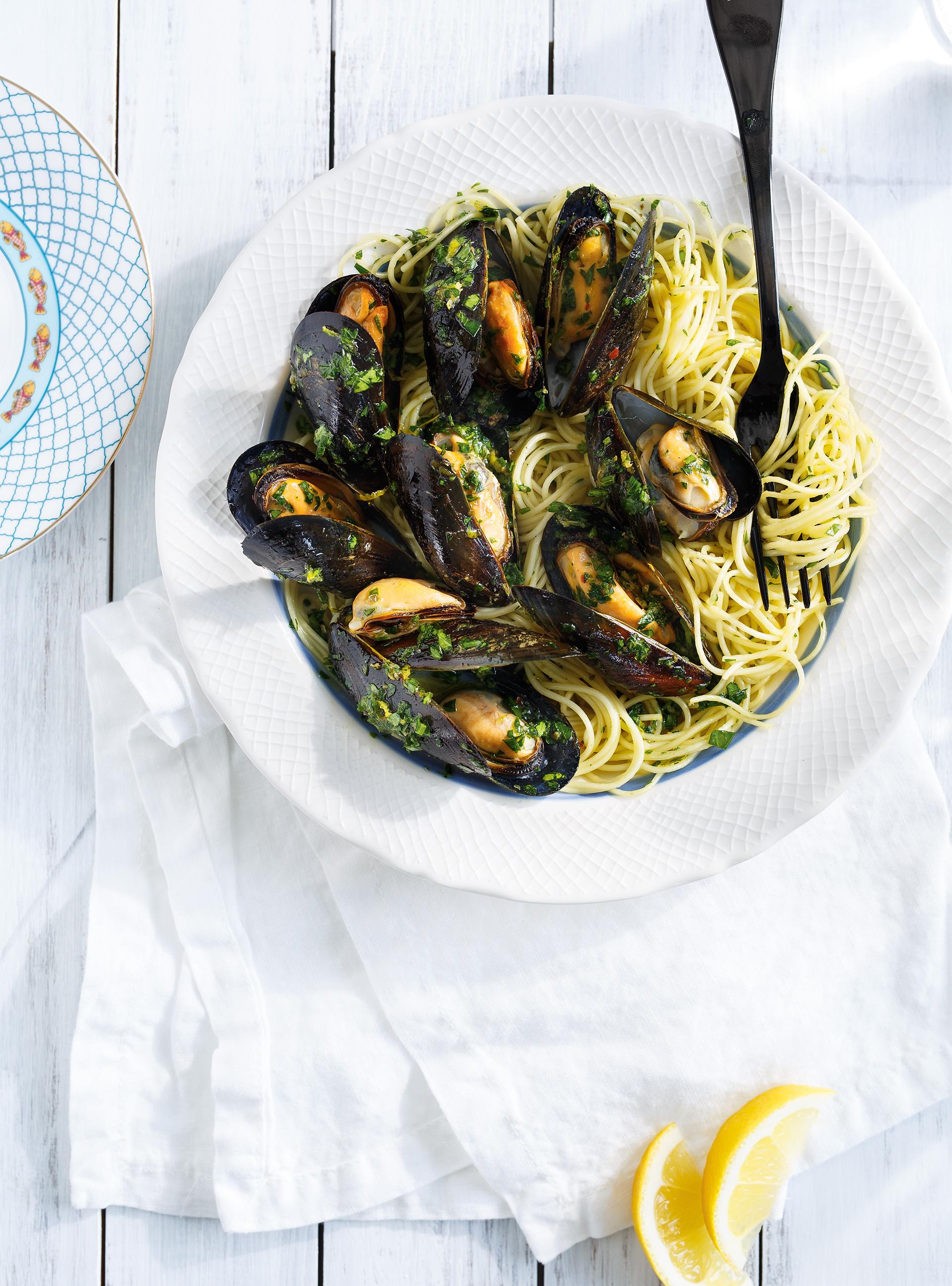 Capellinis aux moules grillées et persillade aux anchois | ricardo