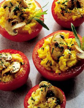Tomates aux oeufs brouillés et champignons pour 4 personnes ...