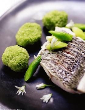 Mulet grillé, wasabi, encre de seiche pour 6 personnes