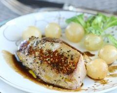 Recette escalope de foie gras au poivre fumé, raisins frais, caramel ...