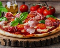 Recette pizza au jambon cru, tomates et mozzarella