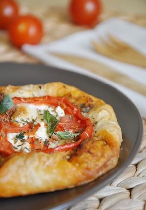 Recette de feuilletés tomate fromage chèvre à la provençale