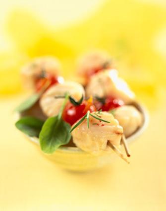 Recette de brochettes de colin rôti aux blettes, jus de coque