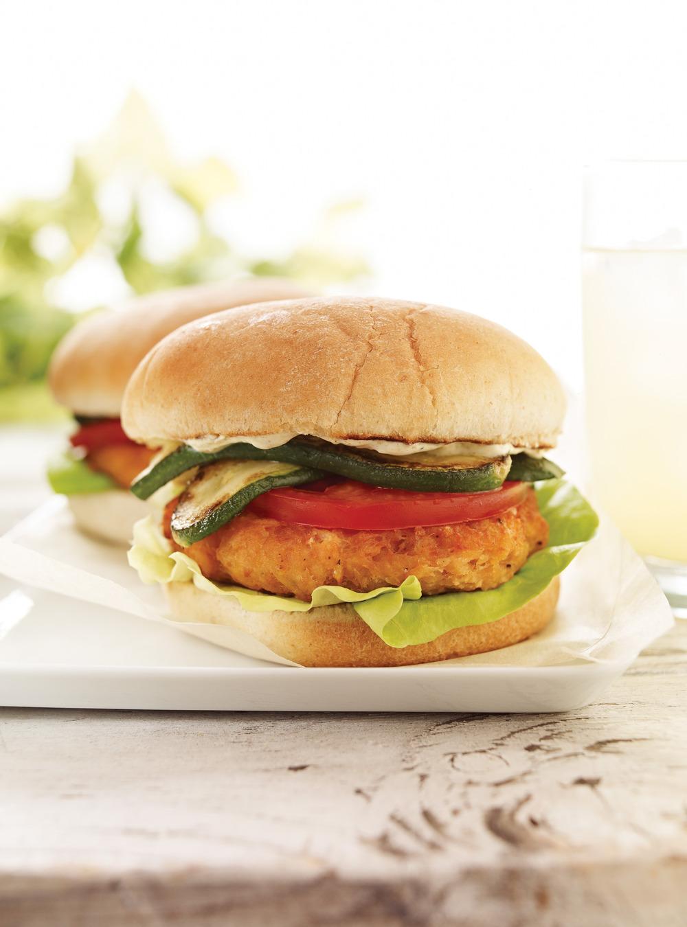 Burgers au saumon, sauce au cari | ricardo