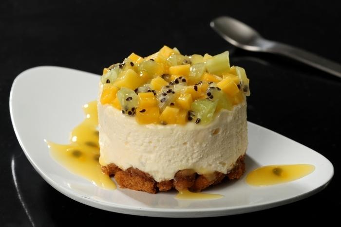 Recette de cheese cake frais, minestrone de fruits exotiques, coulis ...
