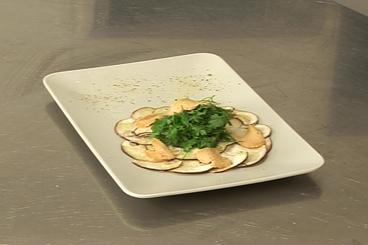 Recette de copeaux de foie gras au sel, cèpes marinés et salade de ...