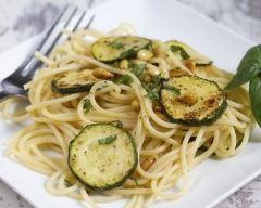 Recette spaghettis aux courgettes et pignons de pin