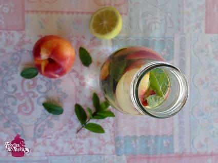 Recette eau detox citron menthe nectarine