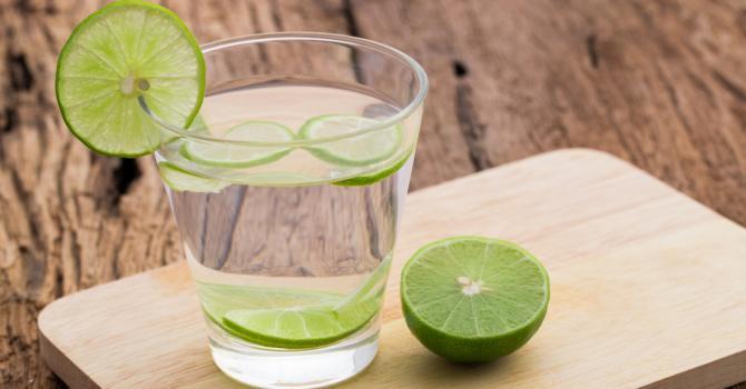Recette de boisson coupe-faim au thé vert et au citron vert