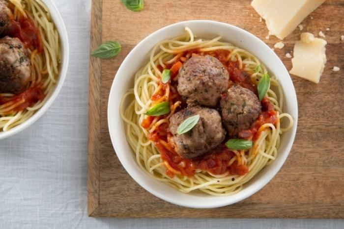spaghetti aux boulettes de veau pour 4 personnes recette. Black Bedroom Furniture Sets. Home Design Ideas