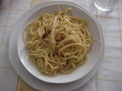 Recette de spaghetti aglio, olio, peperoncino (ail, huile, piments)