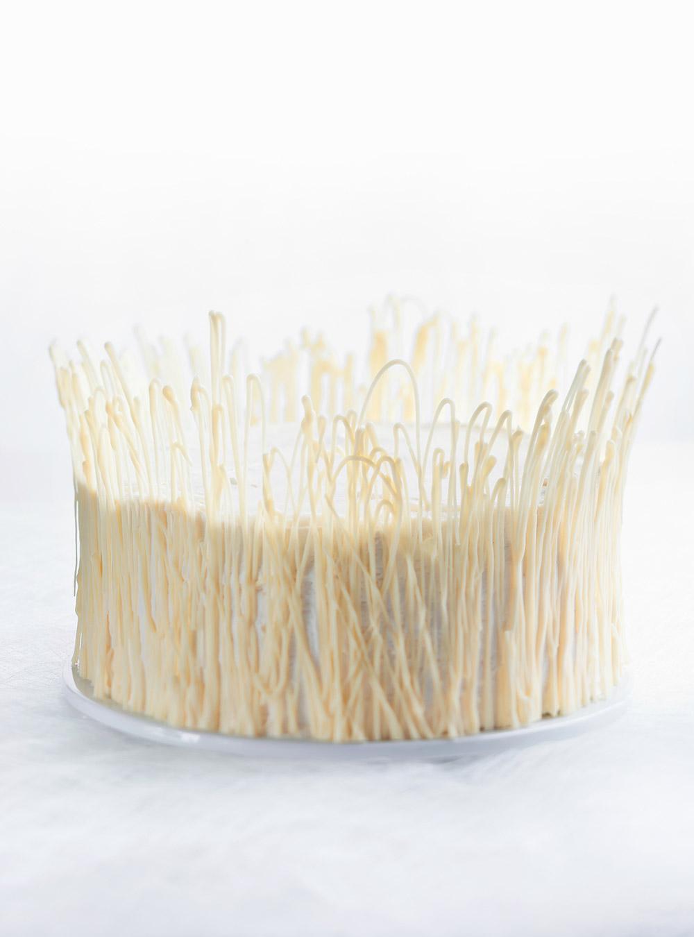 Gâteau verglas au chocolat blanc et aux framboises | ricardo