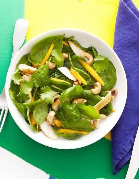 Salade d'épinards au poulet et à la mangue pour 4 personnes ...