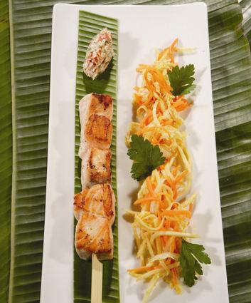 Recette de brochette de saumon, légumes au wok et rougail de ...