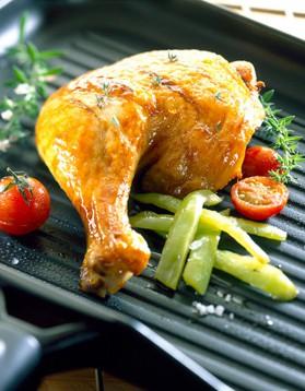 Cuisses de poulet grillées à l'ail, citron et romarin