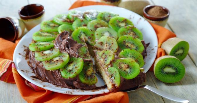 Recette de gâteau express au yaourt, aux kiwis et à la mousse au ...
