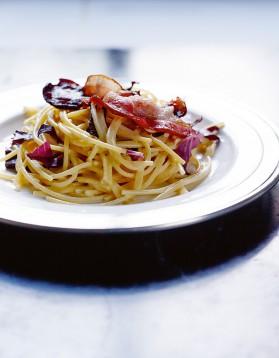 Spaghetti sans gluten un peu carbonara et trévise braisée pour 4 ...