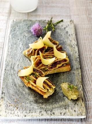 Recette de tartines de caviar d'aubergine, figues et comté