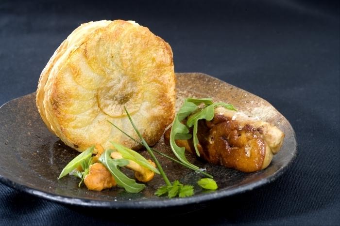 Tourtière de champignons de saison à l'huile de truffe et foie gras ...