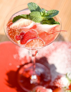 Cocktail punch à la fraise et rhum pour 1 personne