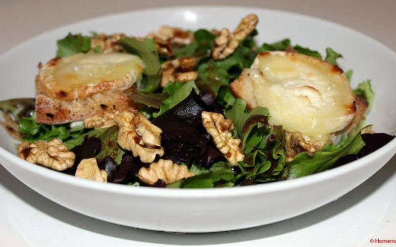 Recette salade de chèvre chaud & vinaigrette au miel pas chère ...