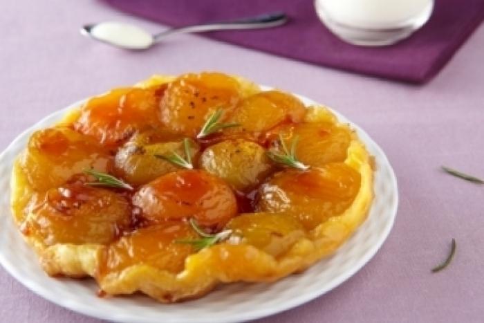 Recette de tarte tatin aux abricots et au romarin facile et rapide