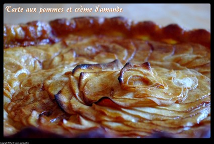 Recette de tarte aux pommes, crème d'amande, caramel salé