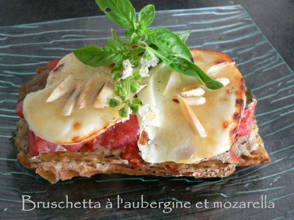 Recette de bruschetta à l'aubergine et mozarella