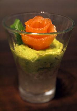 Recette de verrines de crème d'avocat et saumon sur billes de tapioca