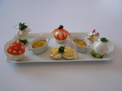 Recette oeufs garnis de mayonnaise au curry, tomates, concombres ...