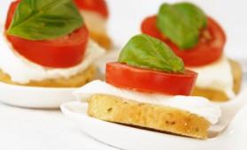 Canapés tomate mozzarella pour 10 personnes