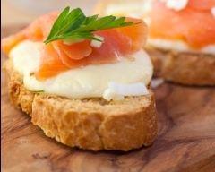Recette toasts au saumon et mozzarella