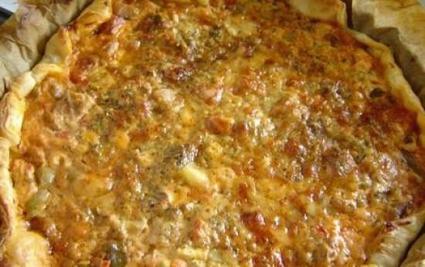 Recette de tarte végétarienne à la ratatouille, olives et fromages