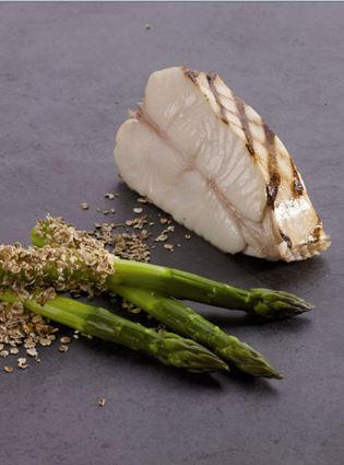 Recette de tronçon de flétan blanc de norvège grillé, asperges ...