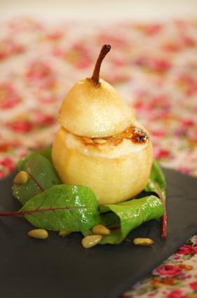 Recette de poire rôtie au four, banon au miel et pignons de pin